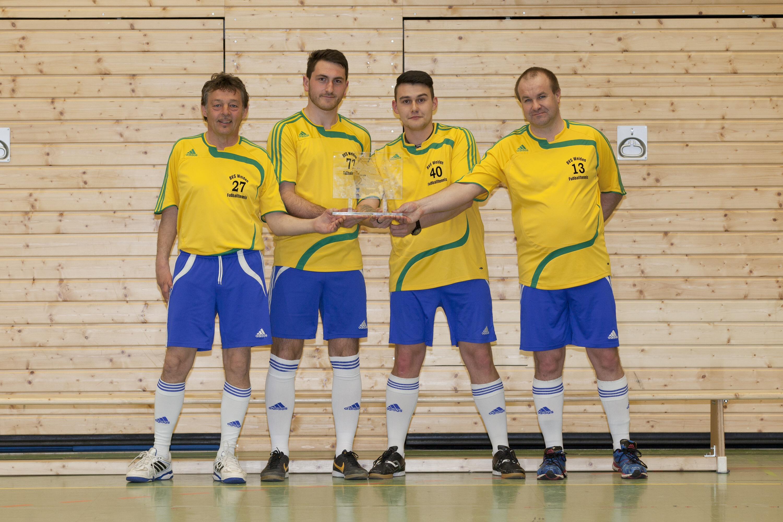 Mannschaft des BVS Weiden mit dem Bayernpokal