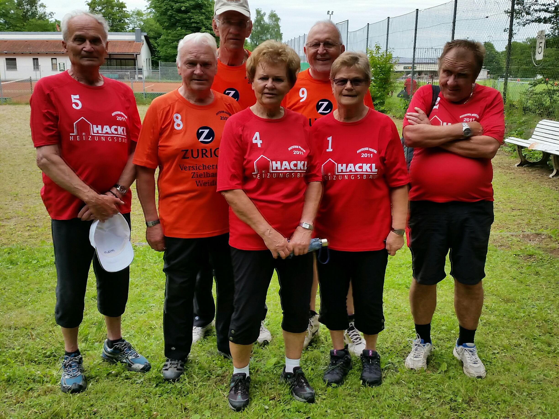 Weiden 1 spielte mit Hans Stock, Karl Voit und Martin Mahl, Weiden 2 setzte Gertrude Stock, Bernhard Balk, Barbara und Siegfried Engmann ein.